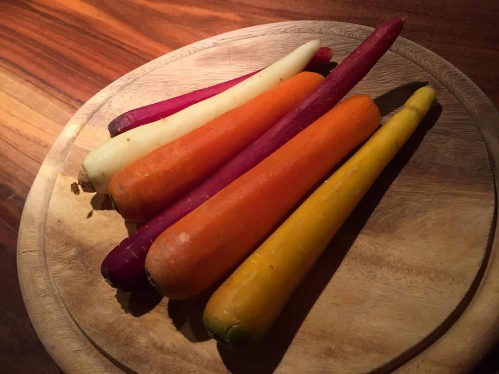 Hähnchen & Gemüse - Zutaten - bunte Karotten